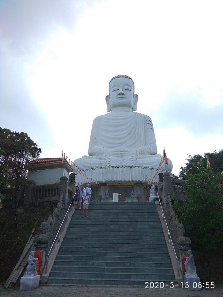 Статуя большого будды Le Jardin D'Amour