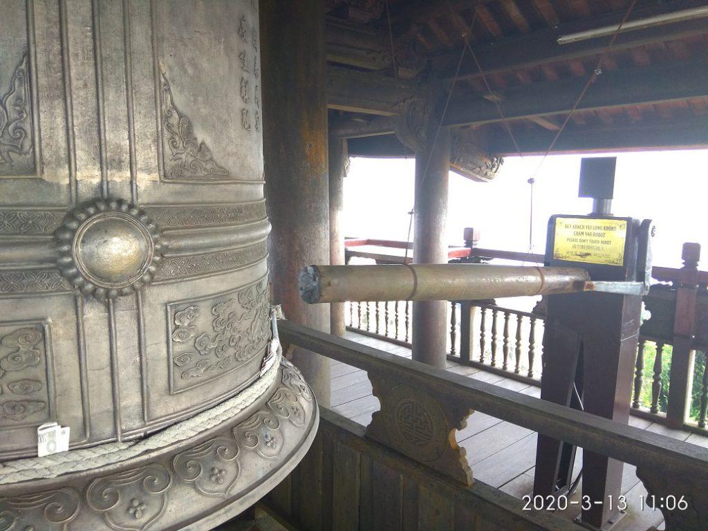Автомат, который во время молитвы в специальный момент стучит в колокол