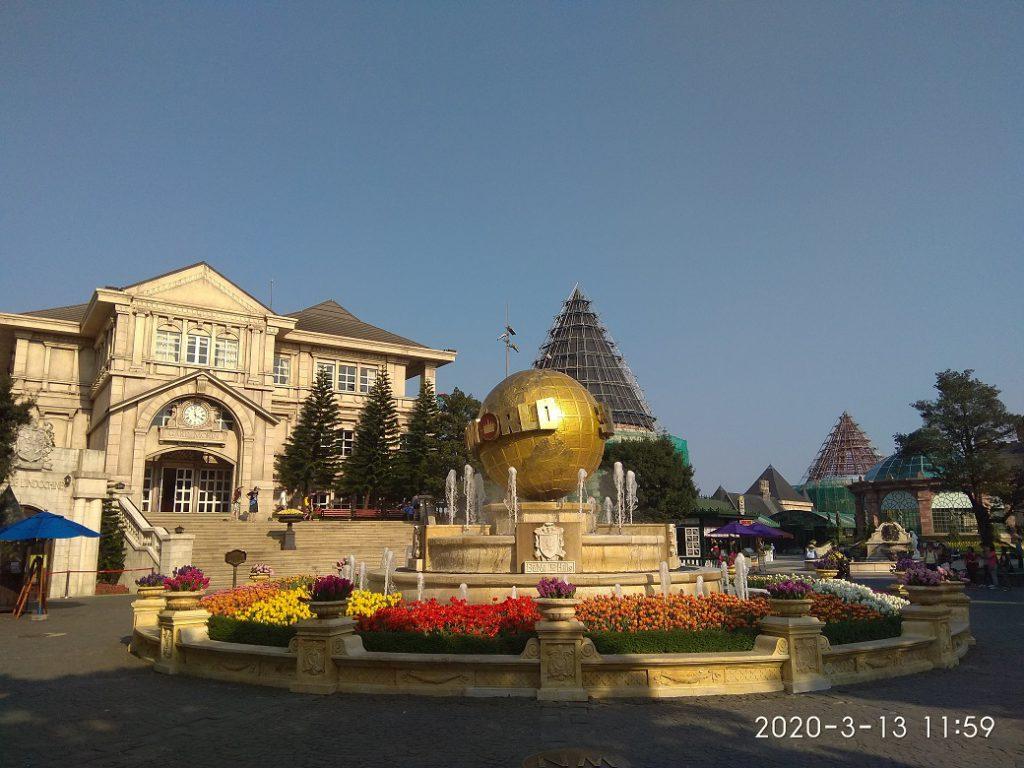 Центральная площадь Ba Na Hills