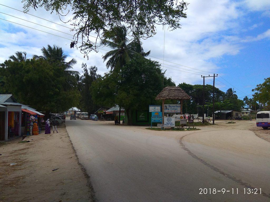 Остановка автобусов в Нунгви.