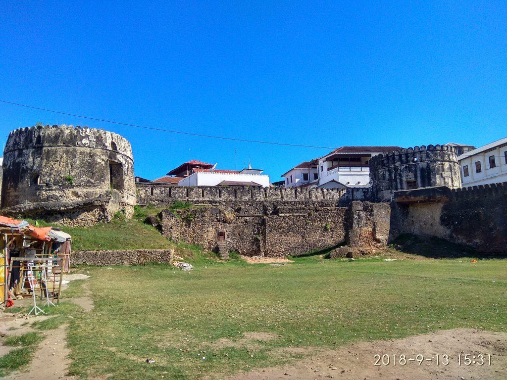 Достопримечательности Занзибара - Старый Форт в Стоун Тауне.